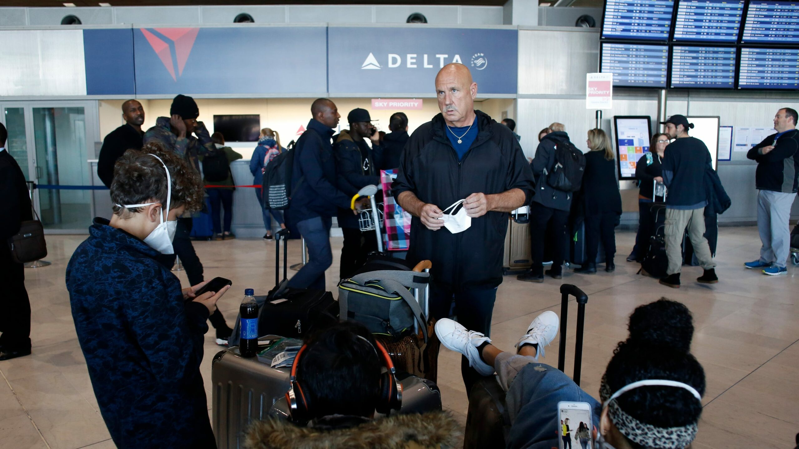 American Airlines, United Airlines set fare caps after Europe coronavirus travel ban