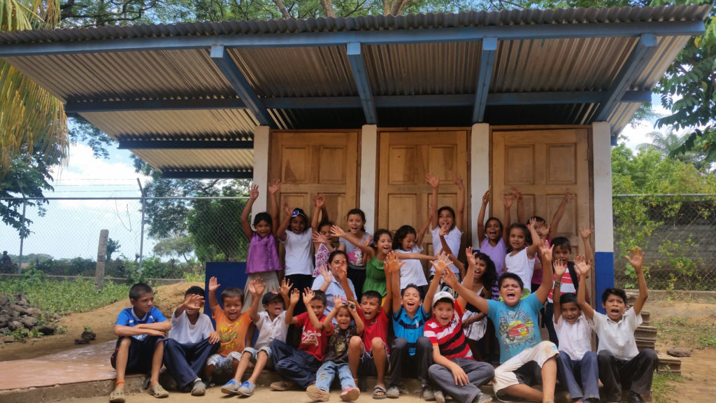 FH with partner organizations helped Rafaela Herrera School in this community gain access to clean water.