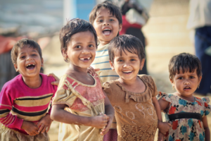 A group smiling kids