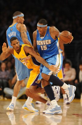 Kenyon Martin screens for Carmelo Anthony