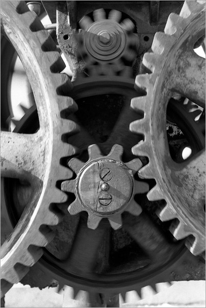 Spinning gears. By Brent 2.0. Flickr.