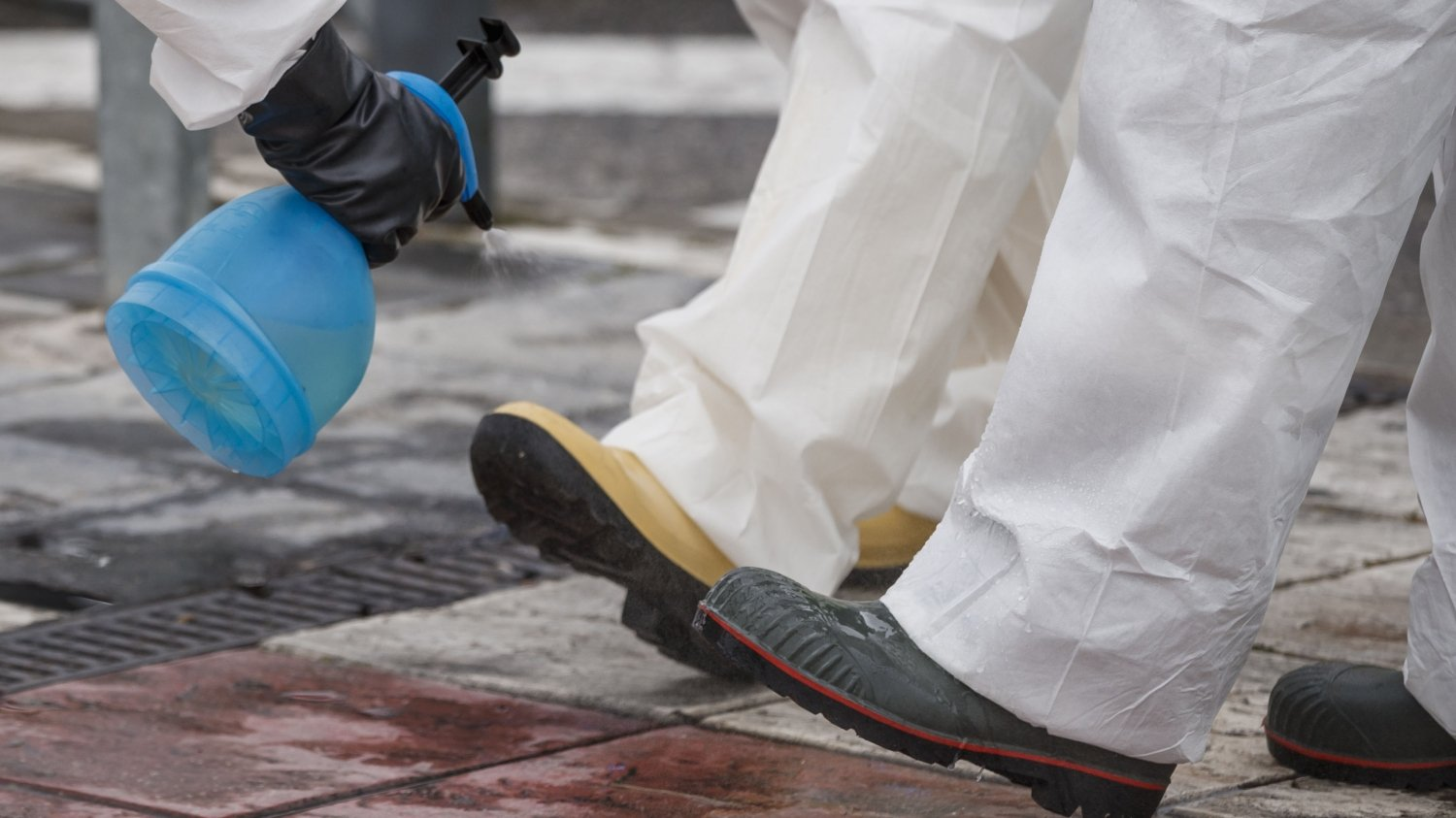 CDC: COVID-19 spreading on shoes, now spread up to 13 feet away