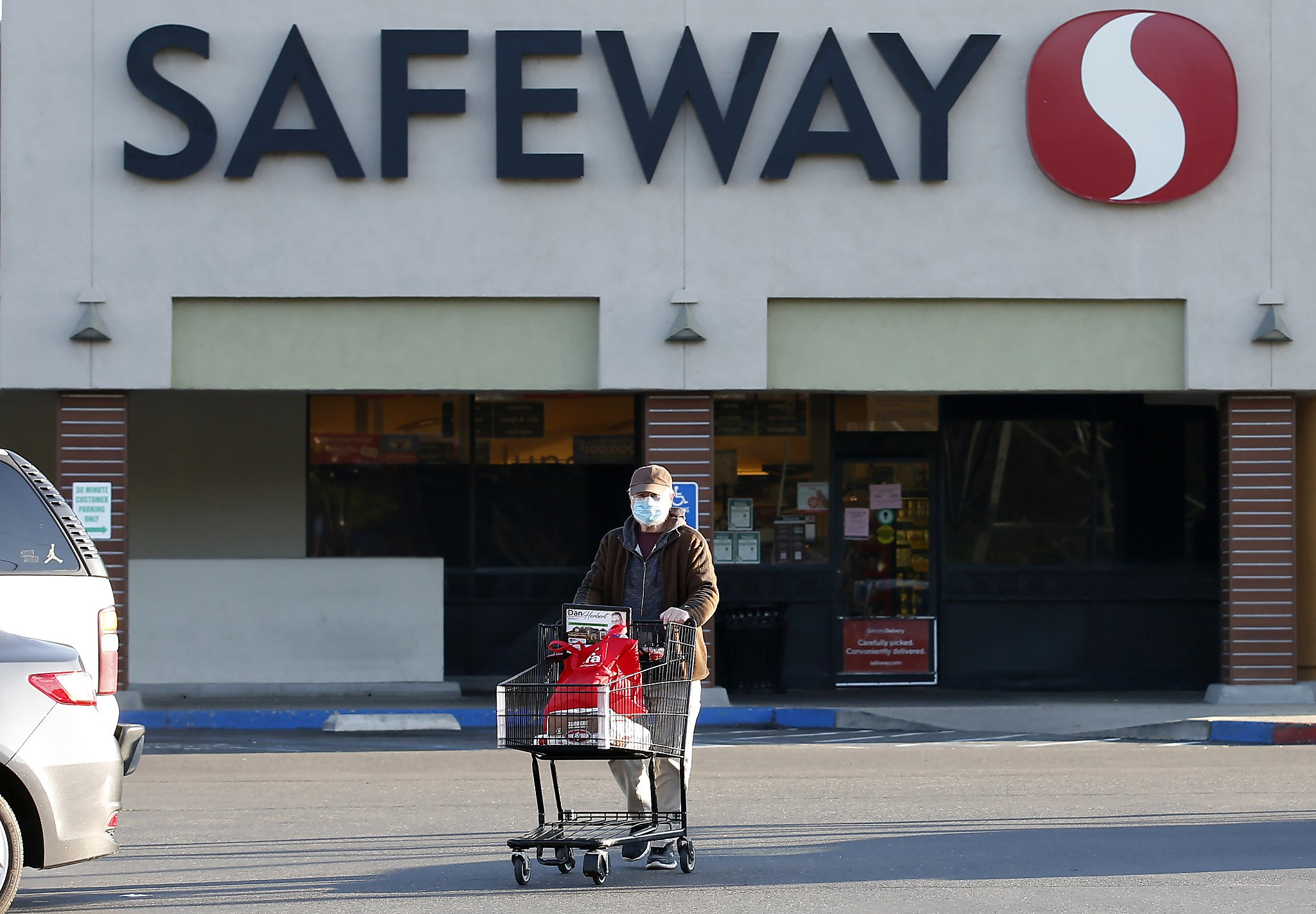 Coronavirus outbreak at Safeway distribution center in Tracy: 1 worker dead
