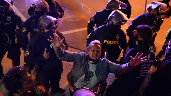 Breonna Taylor protesters in Louisville defy curfew, confront armed counter-protesters claiming to 'defend the Constitution'