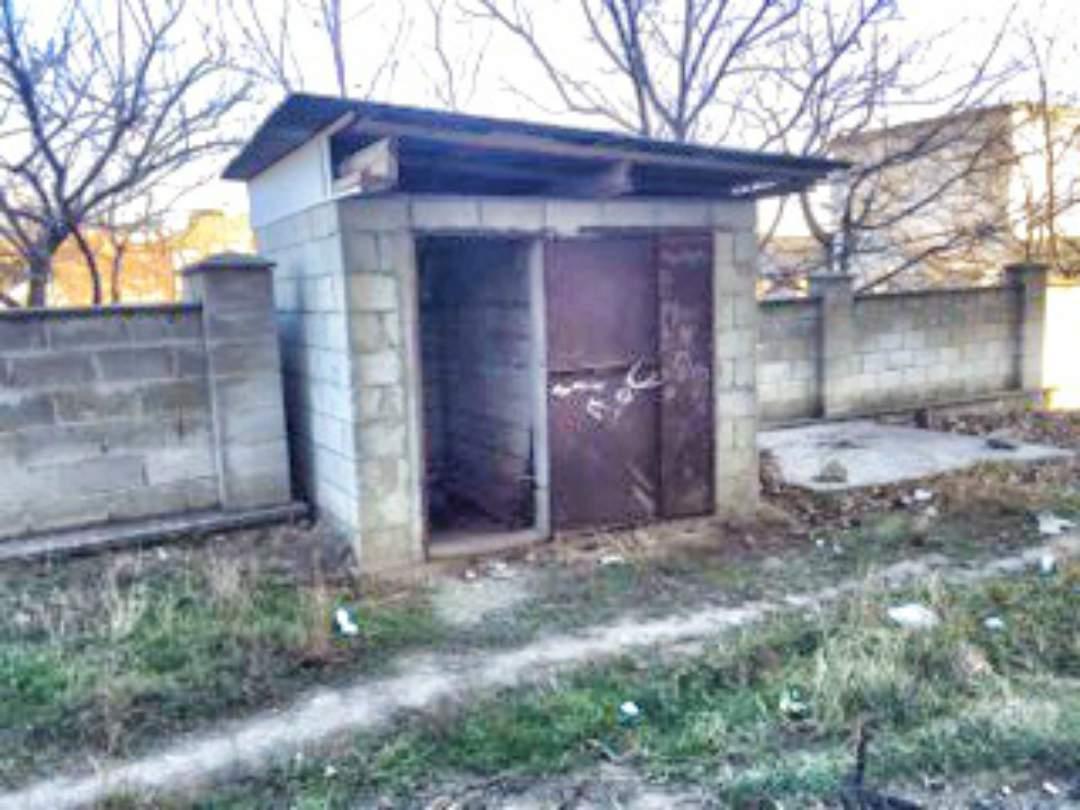 Current bathroom behind Casa de Cultura