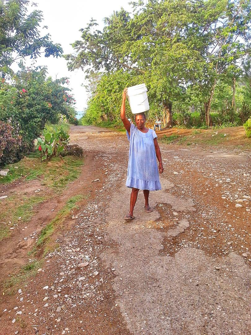 Francia carrying water