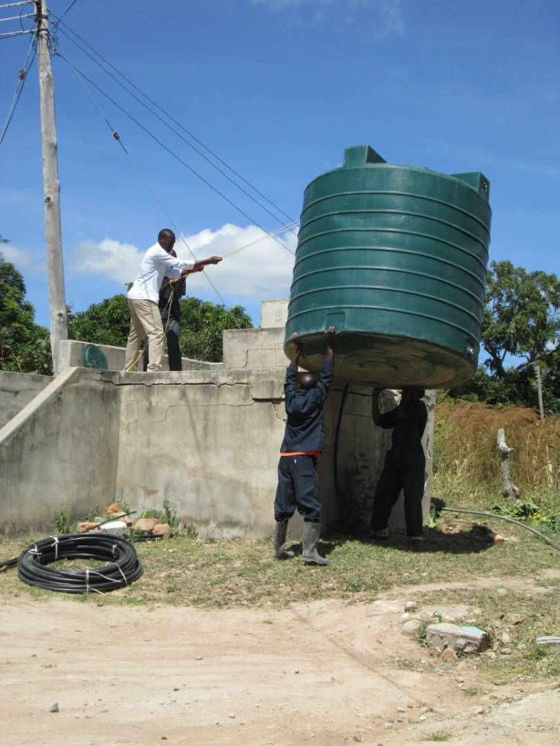 The team in Kabunda removing the tank from the stand for disassembly