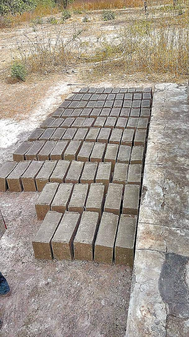 Bricks for lining the well