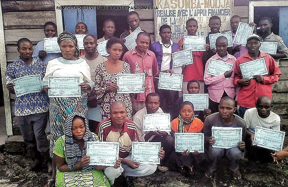 Trainees with certificates Nyiragongo